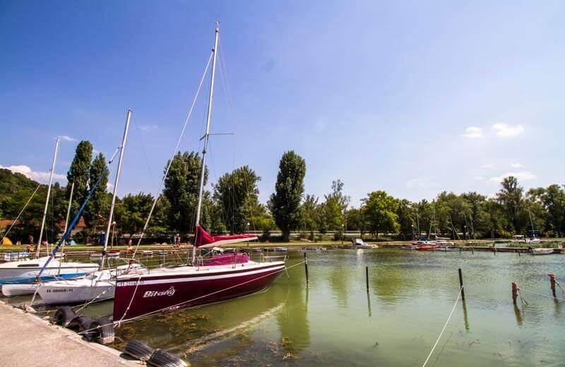 Båtar vid Balatonsjön