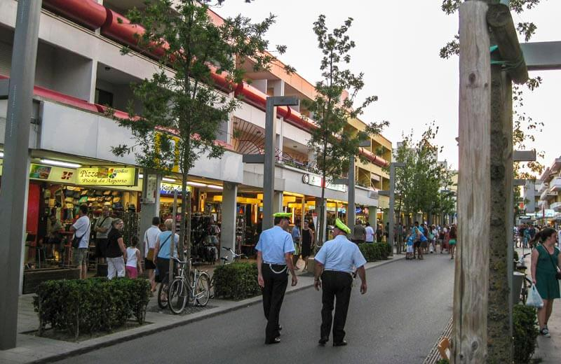 Shoppinggatan i Bibione