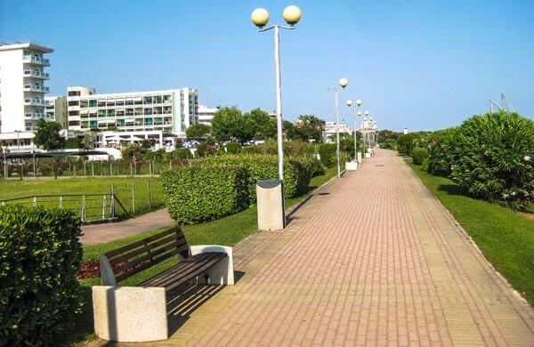Strandpronenaden i Bibione