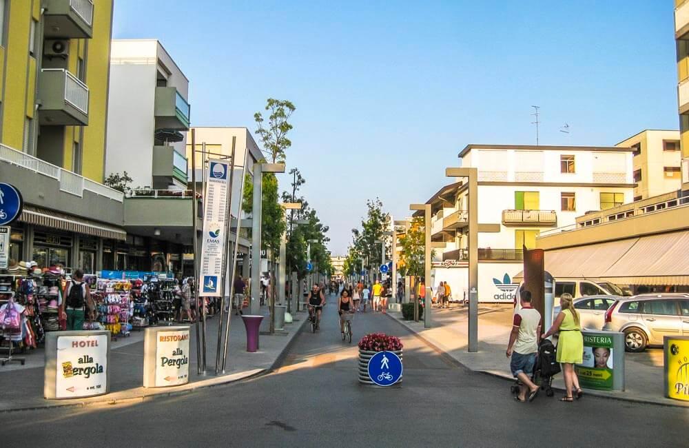 Shoppinggatan i Bibione