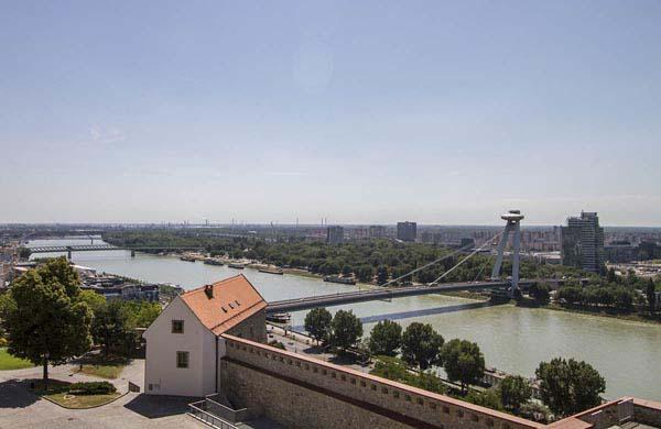Bratislava, Donau och Most SNP