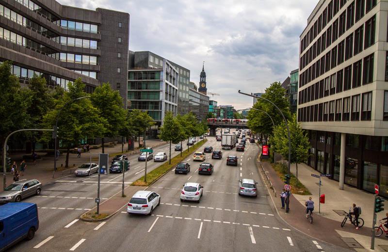 Kanal i Hamburg som leder vatten från Alstersjöarna