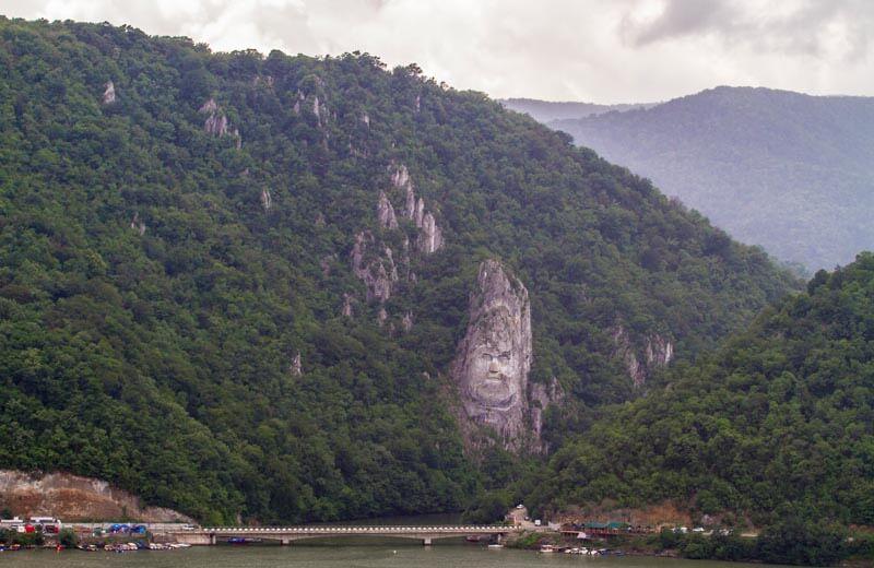 Bergsskulpturen Decebalus Järnporten