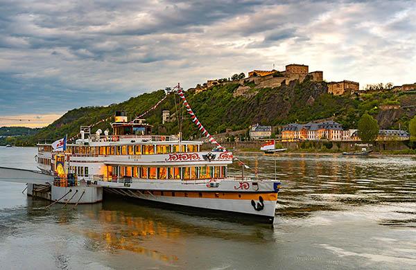 Koblenz, båt vid Rhen