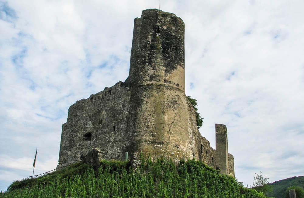 Ruinen av borgen Landshut i Bernkastel