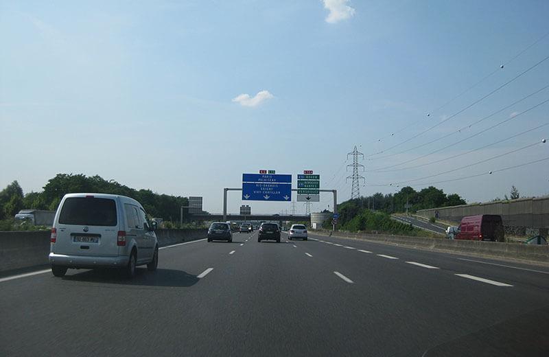maxhastighet tung lastbil på motorväg