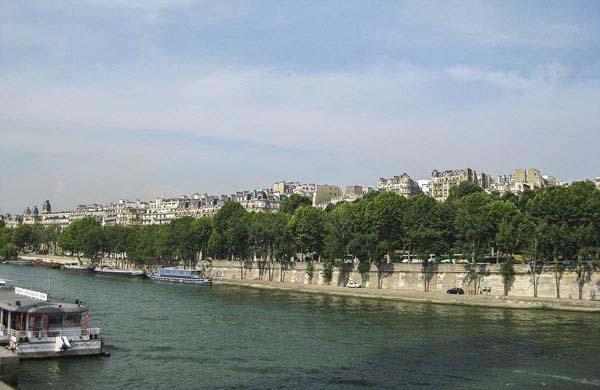 Floden Seine i centrala Paris