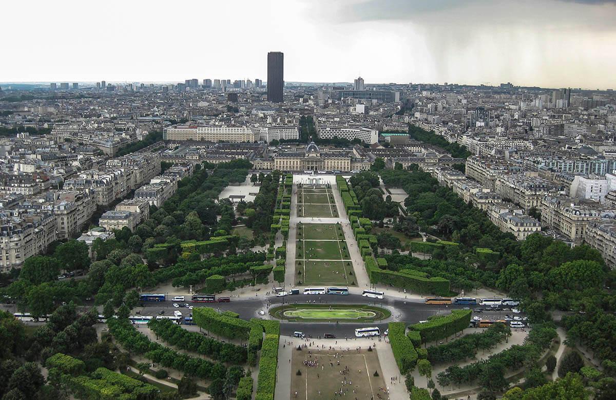 Utsikt från Eiffeltornet mot finansdistriktet La Defense